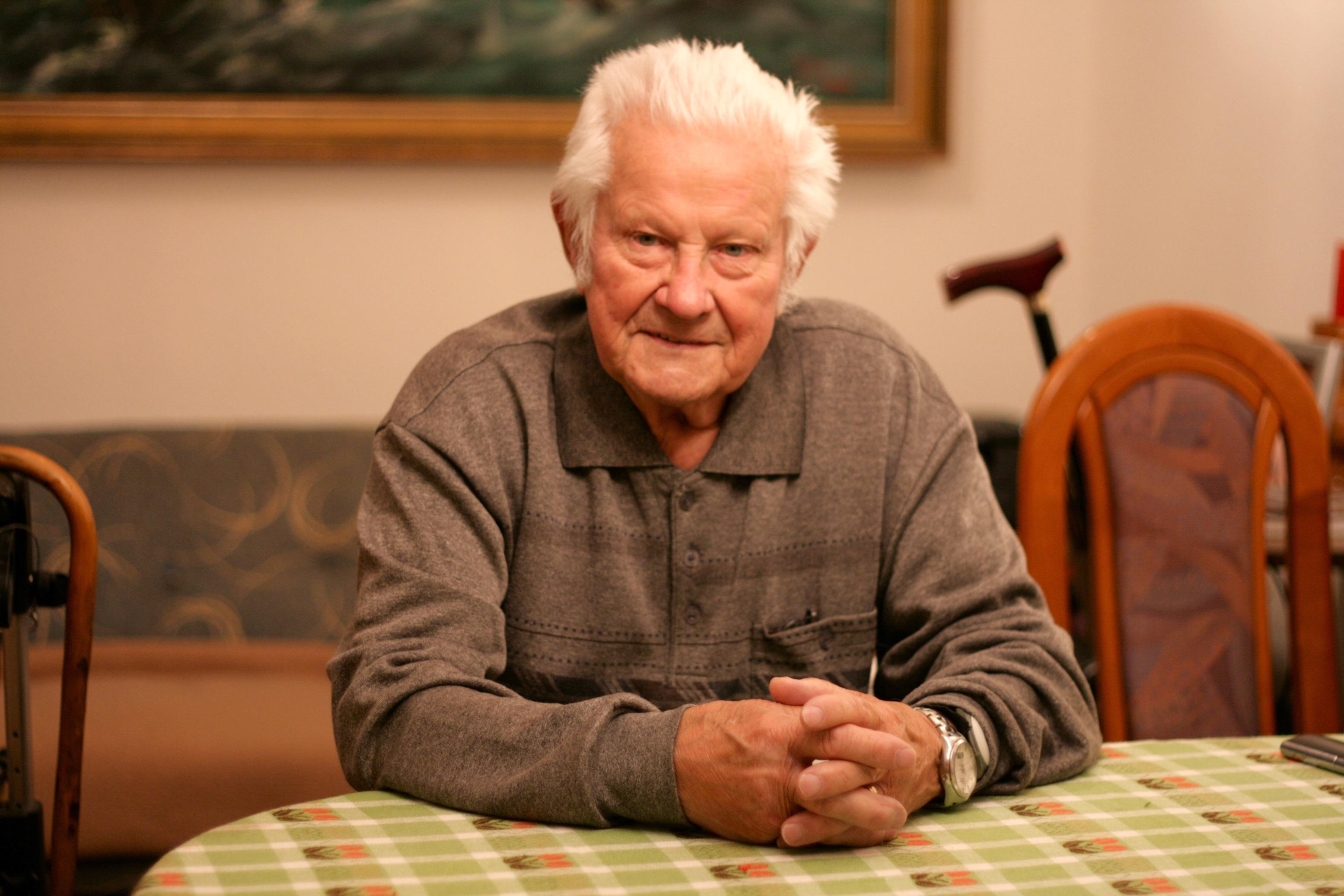 Ein alter Mann wünscht sich ein Leben ohne Schmerzen
